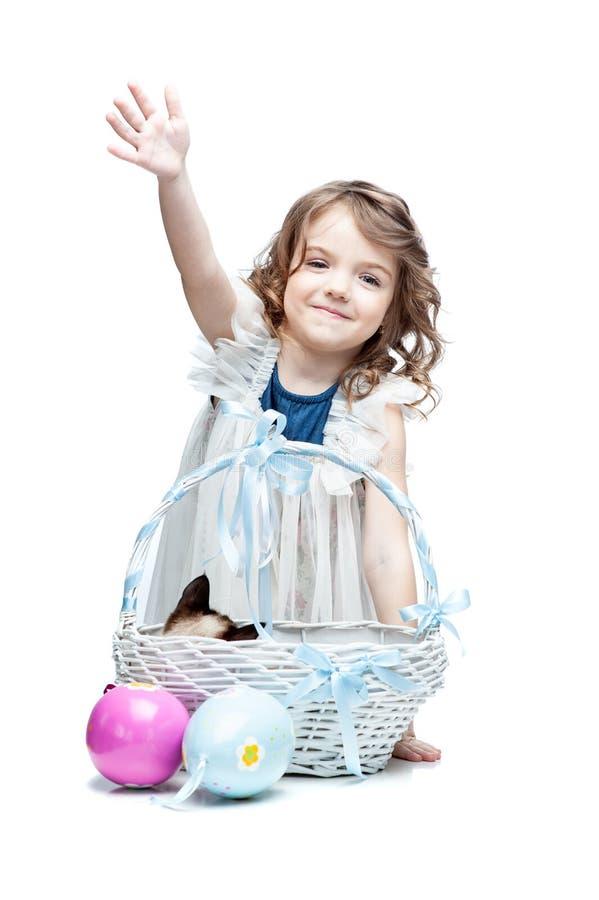 Menina bonita feliz com seus ovos da páscoa fotos de stock