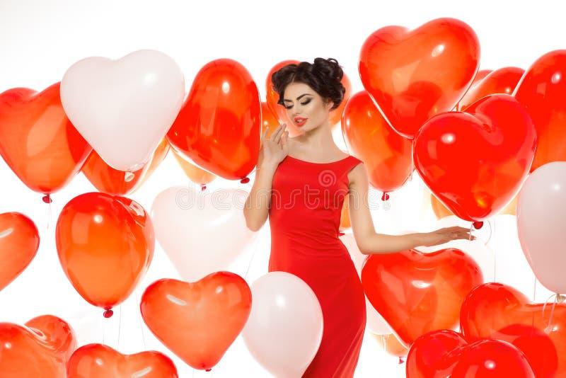 Menina bonita, modelo de forma à moda com os balões na forma imagem de stock royalty free