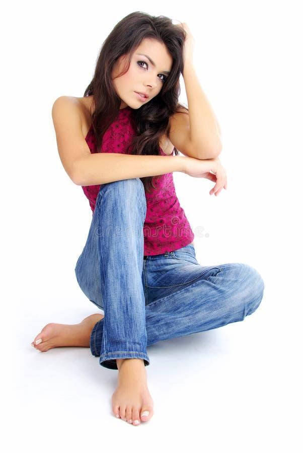 Menina bonita na calças de ganga imagem de stock