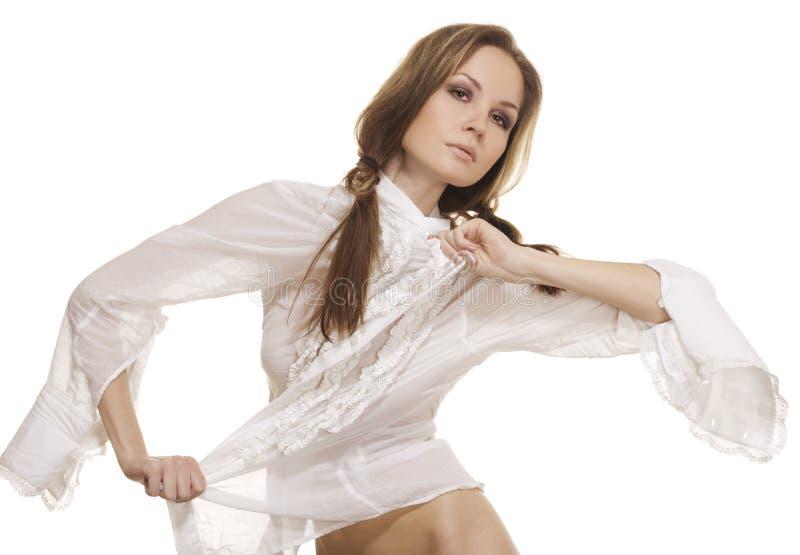 Menina bonita na camisa branca elegante fotos de stock