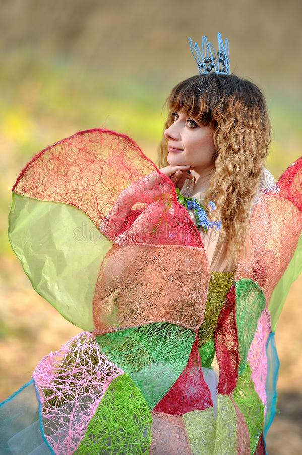 Menina bonita na imagem de uma borboleta fotografia de stock royalty free