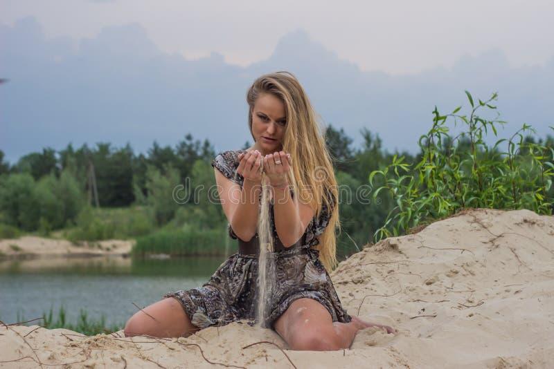 Menina bonita na praia #6 fotografia de stock royalty free