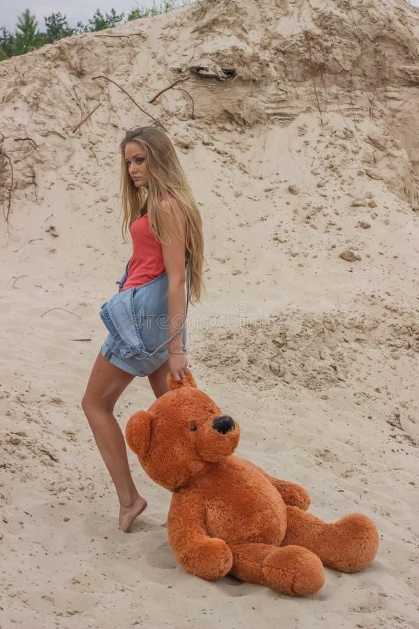 Menina bonita na praia #6 foto de stock