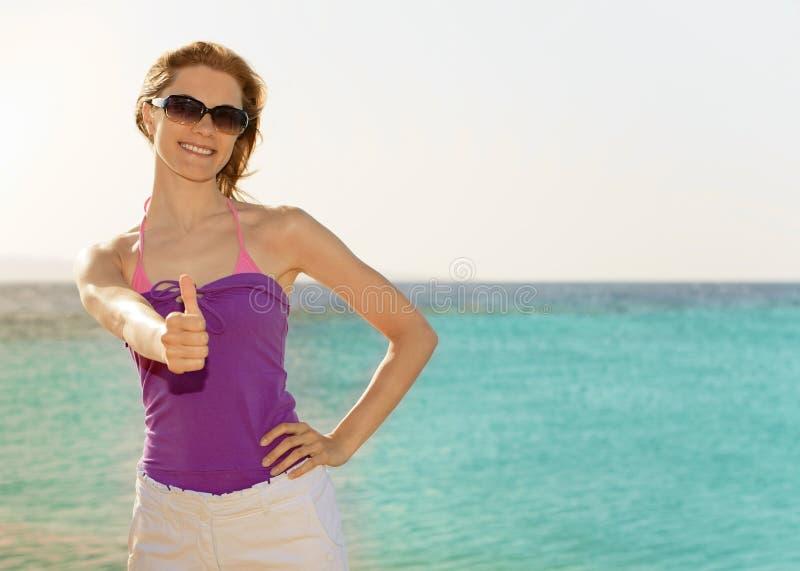 Menina bonita na praia foto de stock royalty free