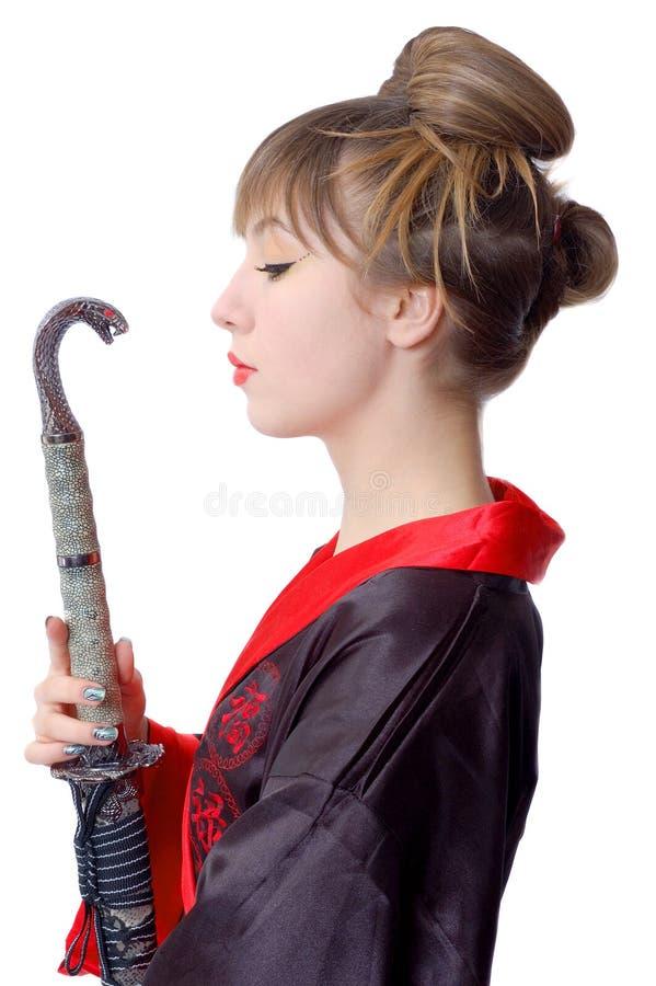 Menina bonita na roupa de japão com katana imagens de stock