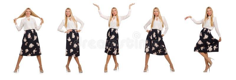 A menina bonita na saia preta com as flores isoladas no branco imagem de stock