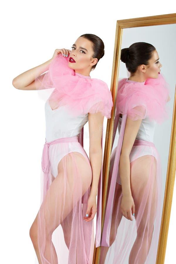 Menina bonita no bodysuit e basque fotos de stock royalty free