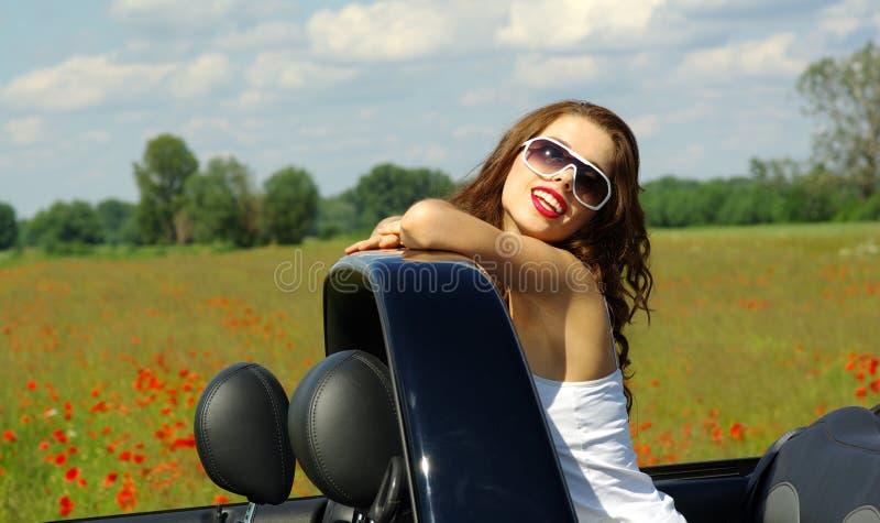 Menina bonita no cabrio imagem de stock