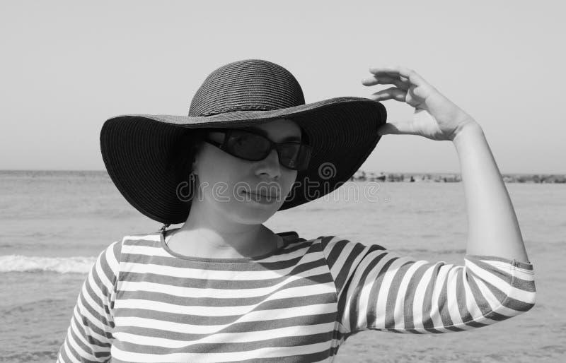 Menina bonita no chapéu fotografia de stock royalty free