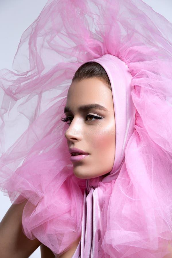 Menina bonita no headwear cor-de-rosa macio imagens de stock royalty free