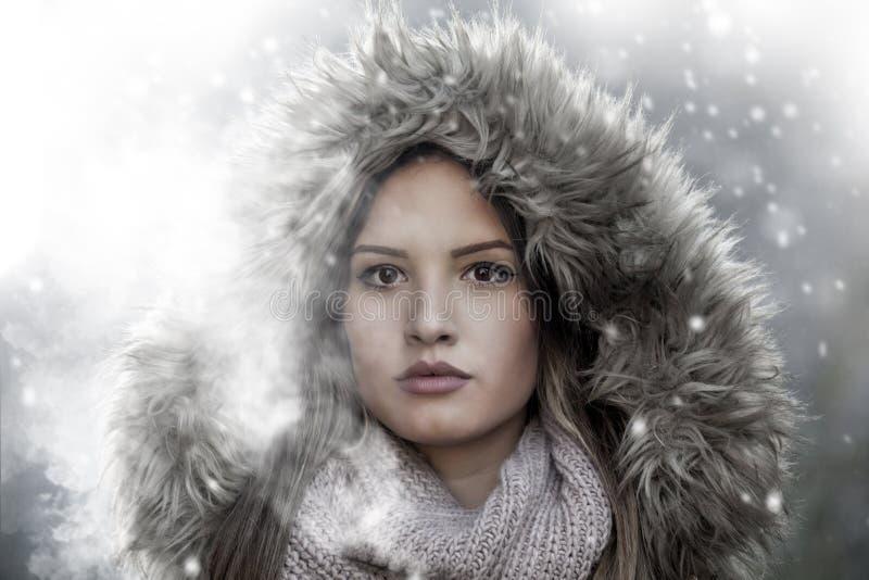 Menina bonita no inverno fotografia de stock