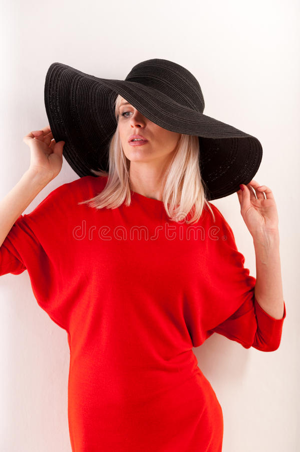 Menina bonita no vermelho imagem de stock