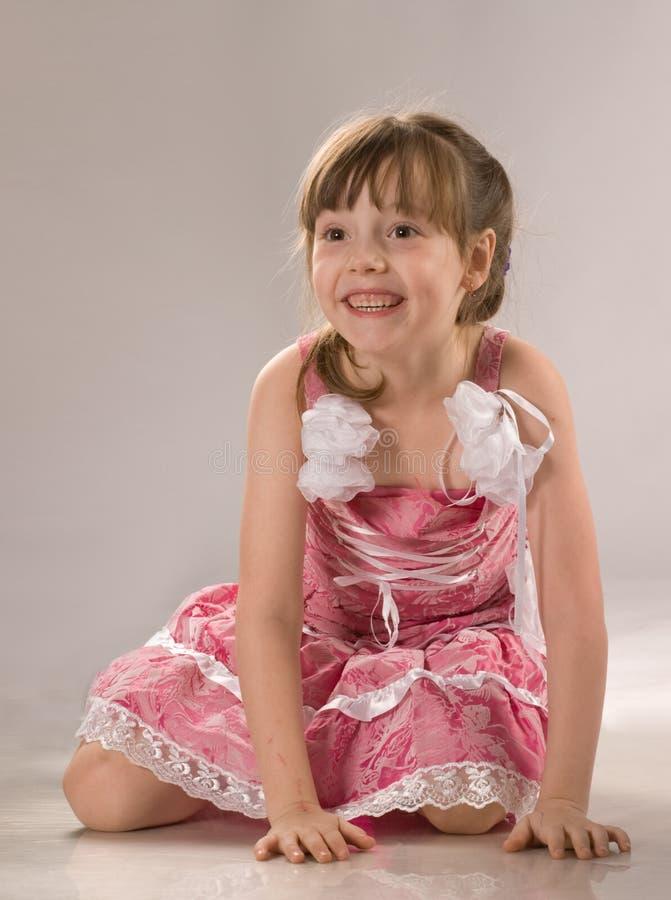 Menina bonita no vestido cor-de-rosa fotos de stock royalty free