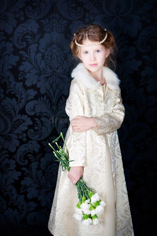 Menina bonita no vestido da princesa imagens de stock royalty free