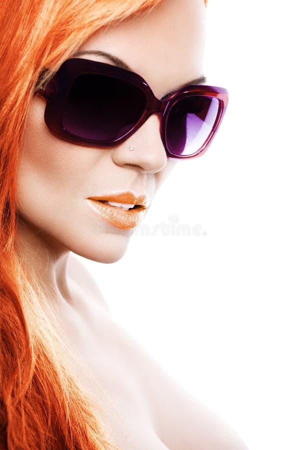 Menina bonita nos óculos de sol imagens de stock royalty free