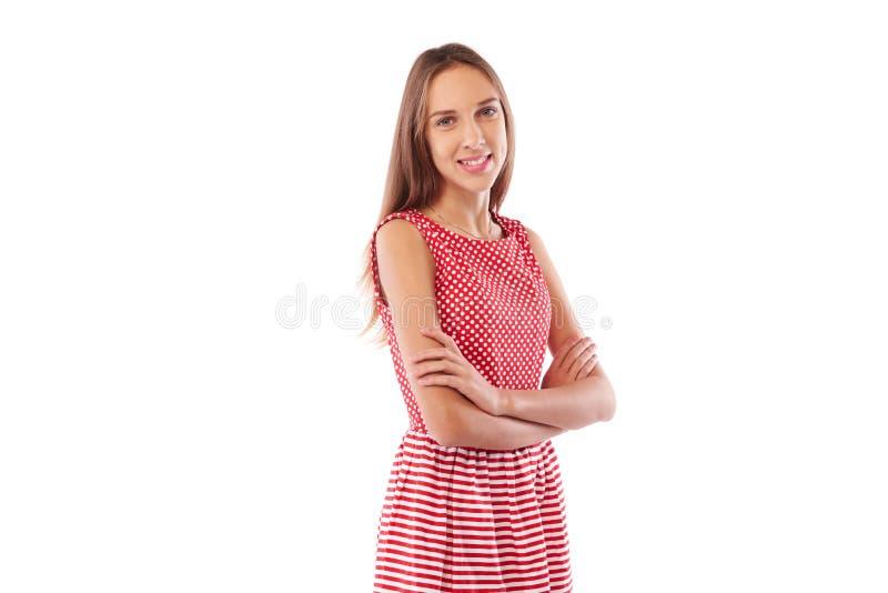 A menina bonita nova com seus braços dobrou-se, o retrato ov da vista lateral fotografia de stock
