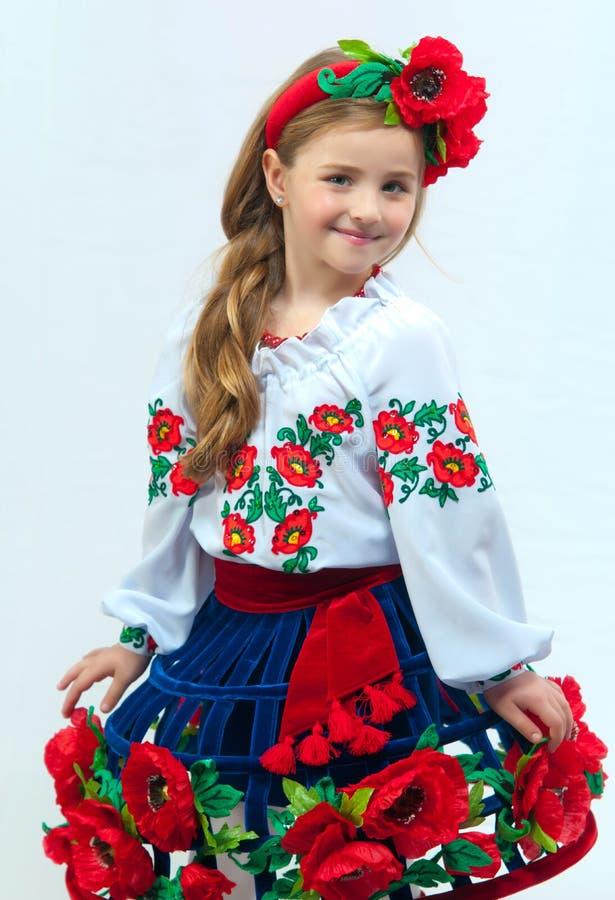 Menina bonita nova em um traje nacional ucraniano fotografia de stock royalty free