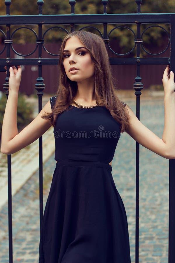 Menina bonita nova Fôrma da rua Tiro modelo fotos de stock