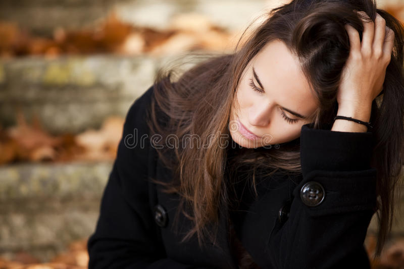Menina bonita pensativa imagem de stock