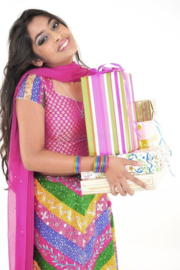 Menina bonita que desgasta o vestido étnico indiano imagens de stock royalty free