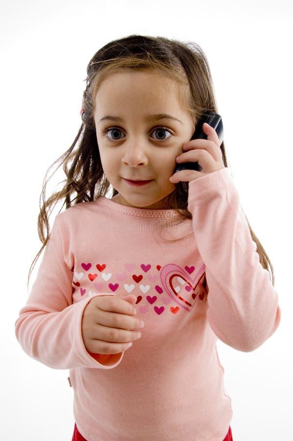 Menina bonita que fala no móbil fotos de stock