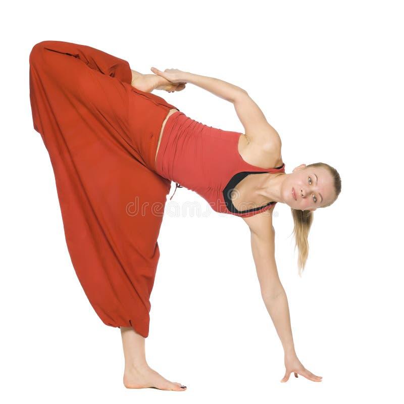 Menina bonita que faz a ioga imagens de stock