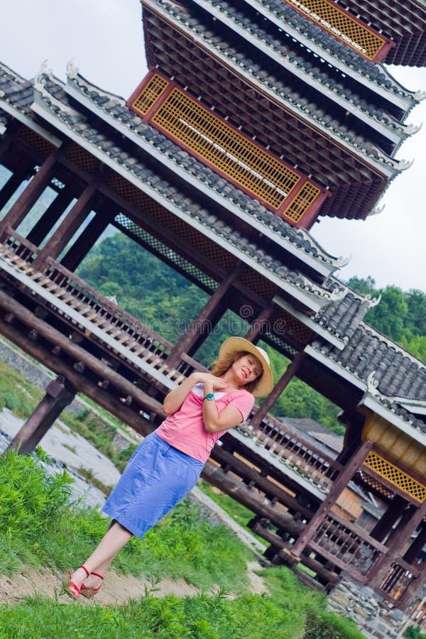 Menina bonita que olha para a frente à primeira data, China fotografia de stock royalty free