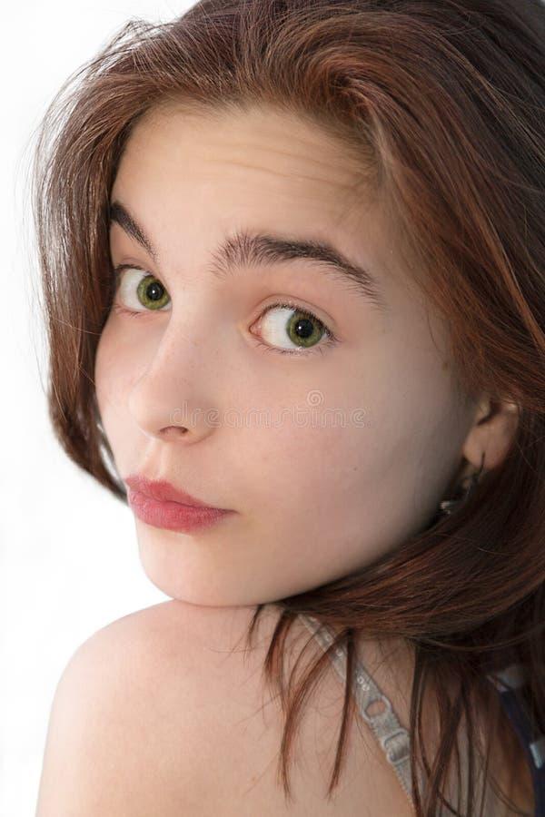 Menina bonita que olha para trás aqui o ombro fotografia de stock