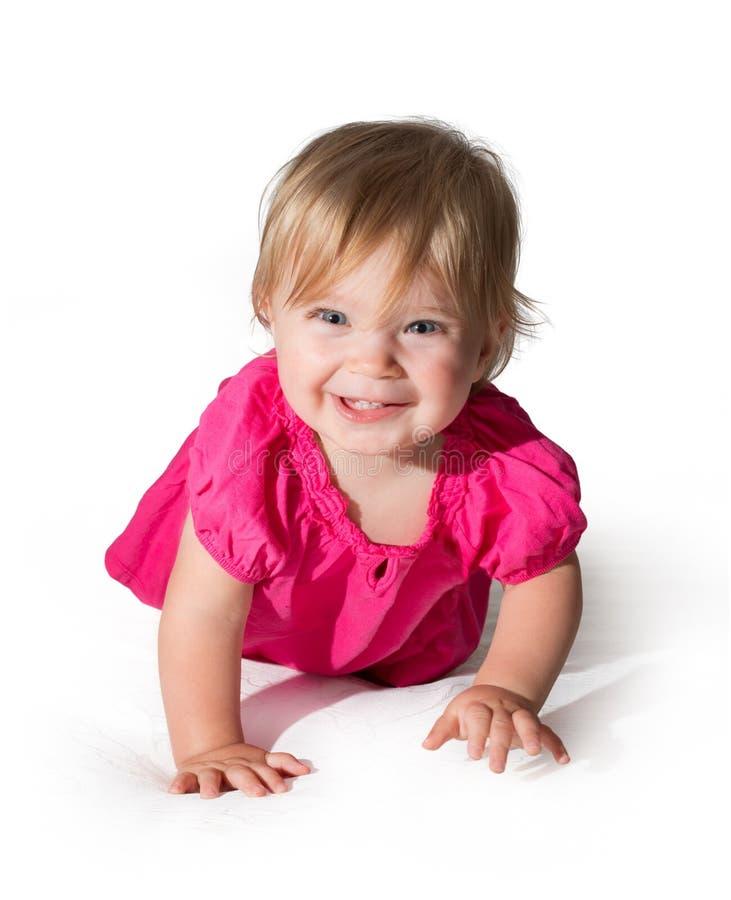 Menina bonita que sorri com a toalha foto de stock royalty free