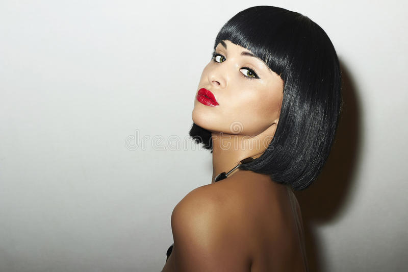 Menina bonita retro da morena Woman.bob Haircut.red lips.beauty fotos de stock royalty free