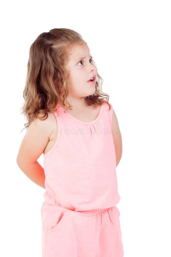 A menina bonito com criança de três anos preocupou-se olhando o lado imagens de stock