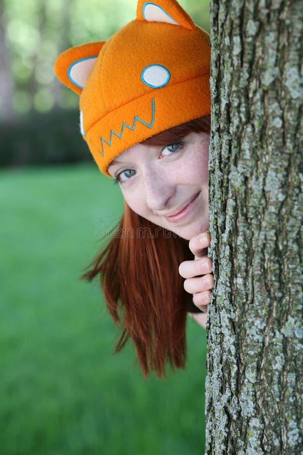 Menina bonito com freckles e chapéu fotos de stock royalty free