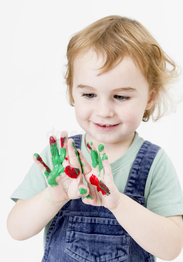 Menina bonito com pintura do dedo fotografia de stock royalty free