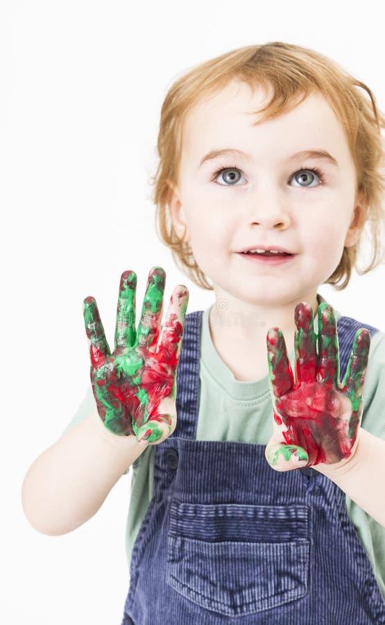 Menina bonito com a pintura do dedo que olha acima foto de stock royalty free