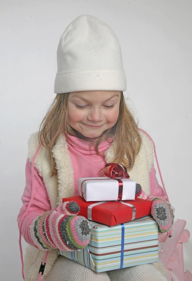 Menina bonito com presentes do Xmas imagem de stock royalty free