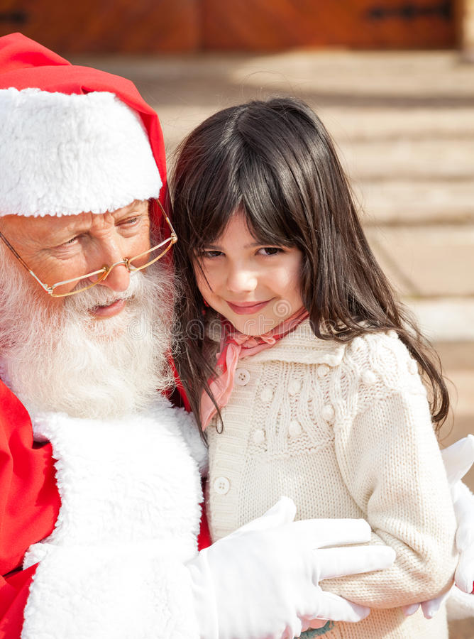 Menina bonito com Santa Claus fotografia de stock royalty free