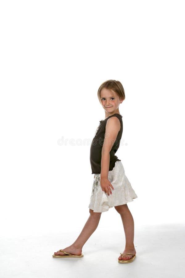 Menina bonito com um pé na parte dianteira imagem de stock