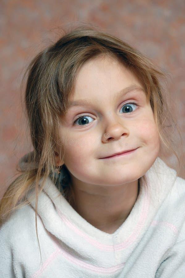Menina bonito curiosa imagem de stock