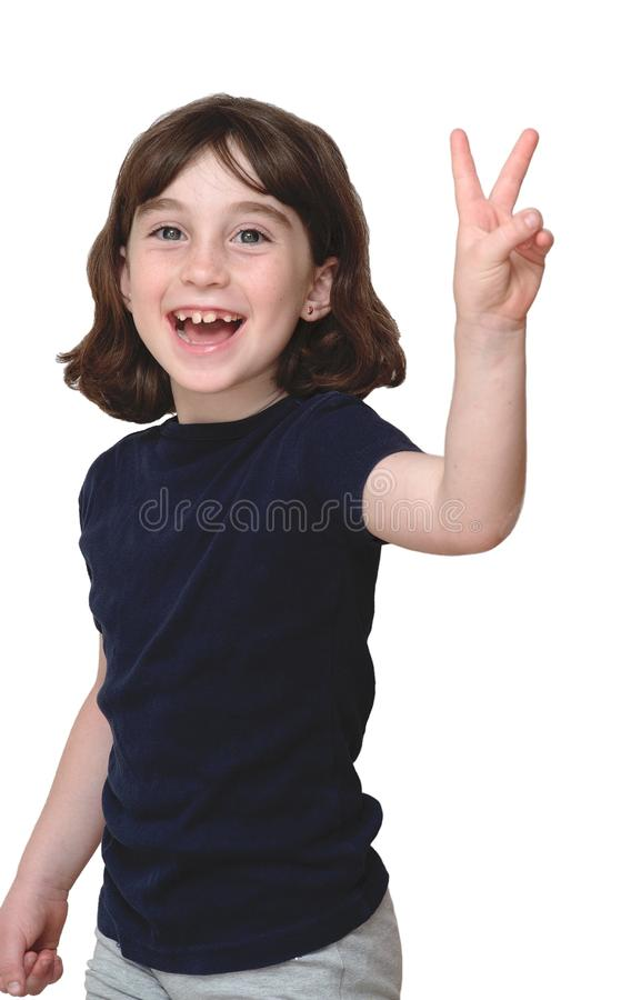 A menina bonito de riso mostra o V-sinal imagens de stock