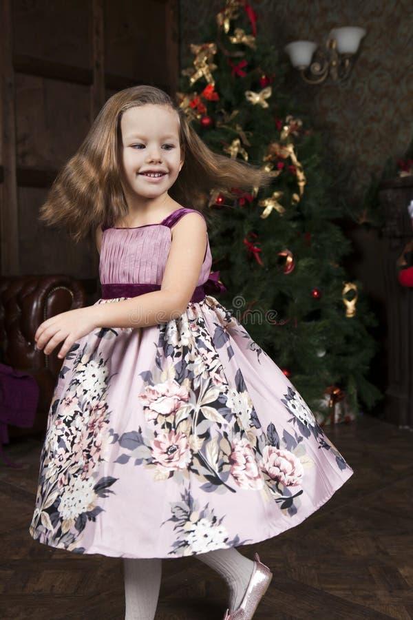 Menina bonito de sorriso fotos de stock royalty free