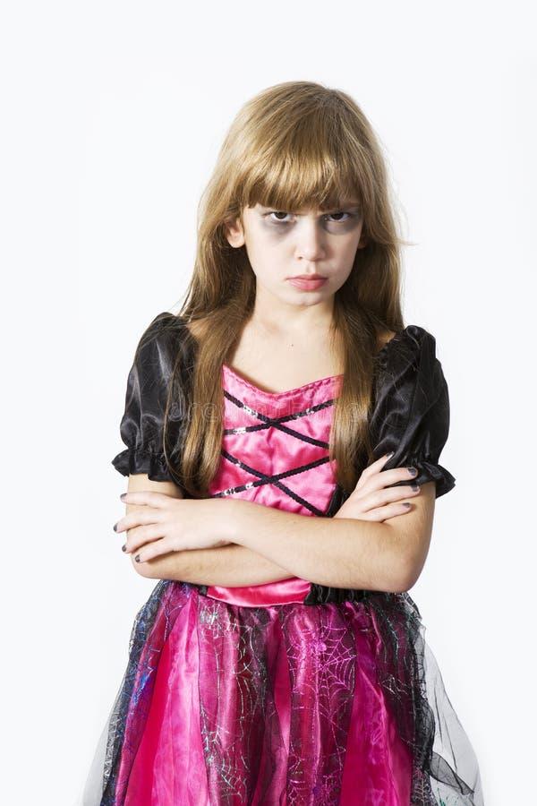Menina bonito no vestido extravagante do carnaval na véspera de H foto de stock