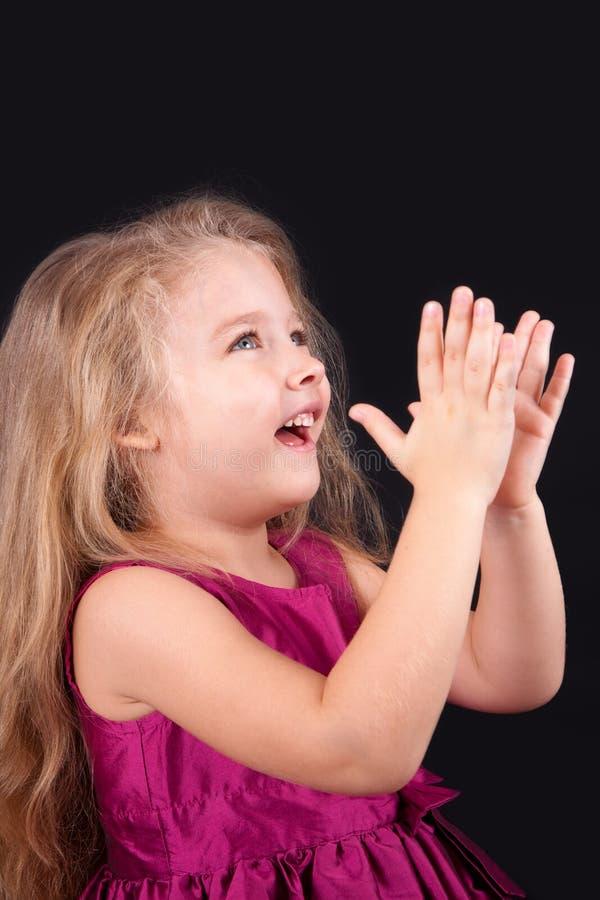 Menina bonito pequena em um vestido cor-de-rosa imagens de stock royalty free