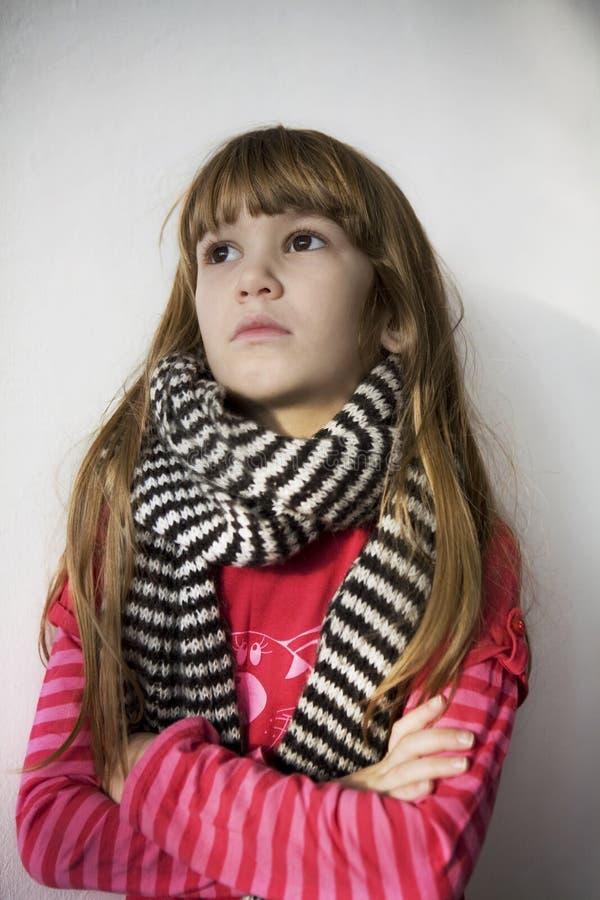 Menina bonito pequena nova do retrato no lenço fotografia de stock