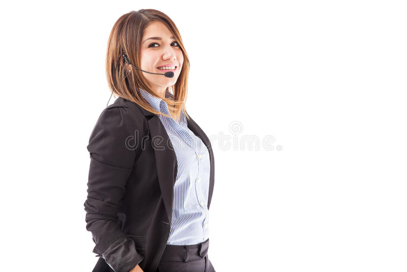 Menina bonito que trabalha em um centro de atendimento imagem de stock