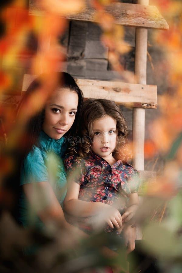 Menina bonito, uma criança com matriz fotos de stock