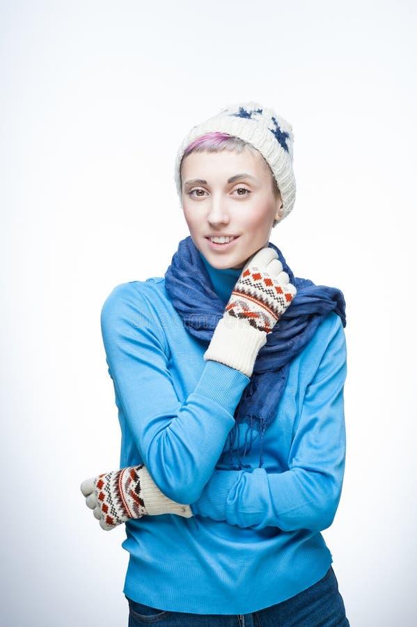 Menina caucasiano nova na roupa do inverno imagens de stock