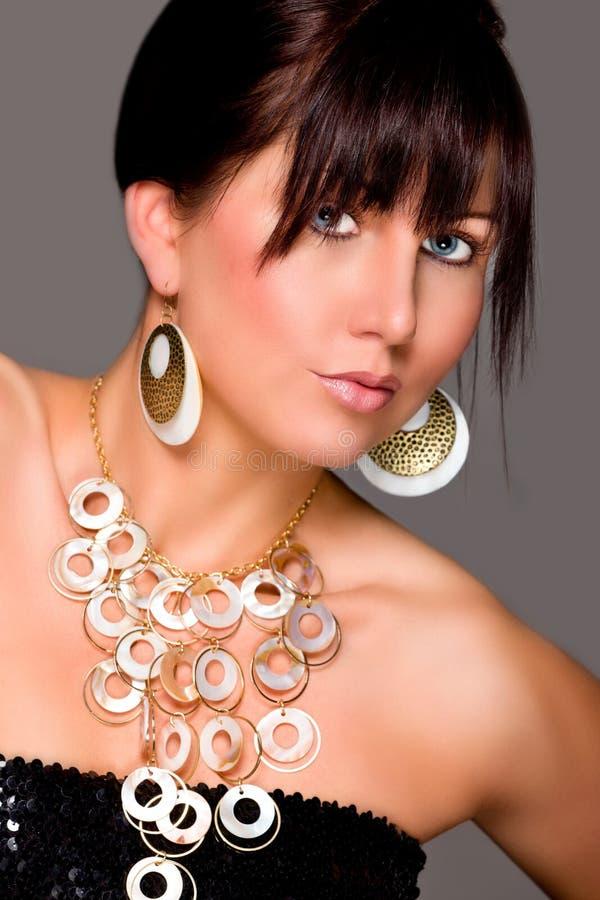 Menina Charming com jóia bonita. Retouched fotografia de stock