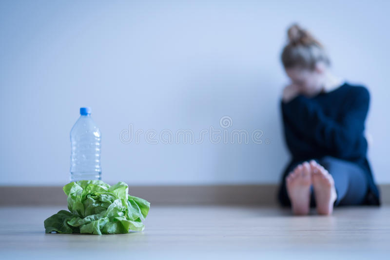 Menina com anorexia fotos de stock