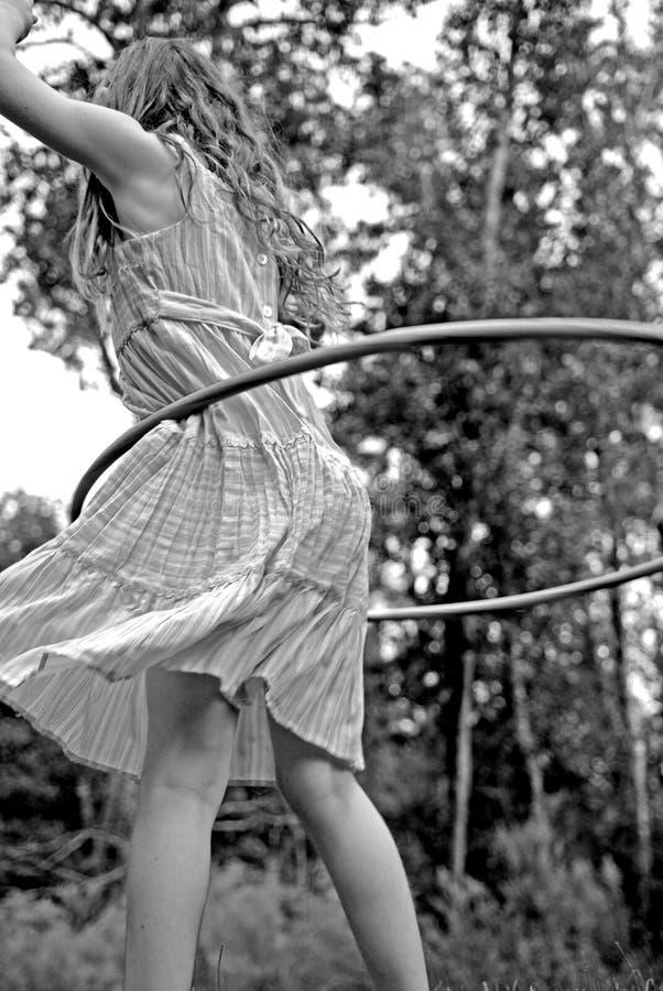 Menina com aro de Hula fotos de stock royalty free