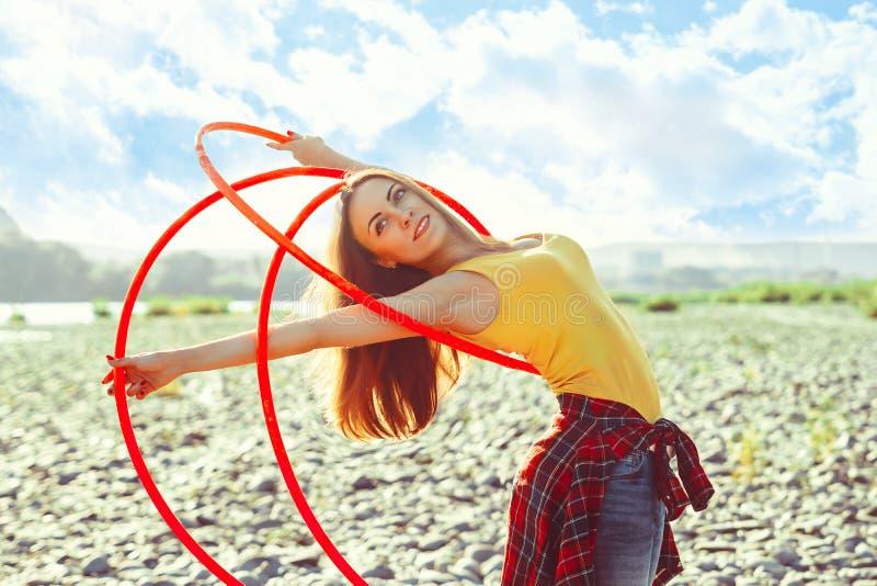 Menina com as aros na natureza fotos de stock royalty free